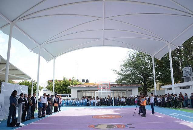 Supervisa Zapopan instalación de lonaria y rehabilitación exterior de la primaria CALMECAC