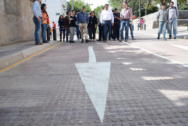 Supervisa Zapopan pavimentación con concreto estampado en calle Morelos en Nextipac