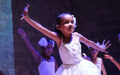 Presentan usuarios de Colmena Miramar el espectáculo 'Baila en comunidad' a más de 400 personas
