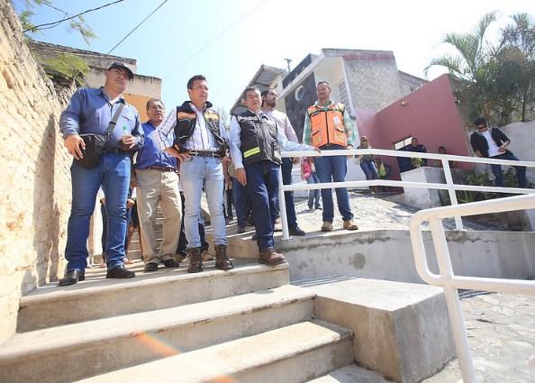 Dignifica Zapopan colonia Agua Fría con infraestructura vial y peatonal en concreto hidráulic
