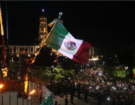 Preside Pablo Lemus la ceremonia del Grito de Independencia de México en Centro Histórico y Chapalita