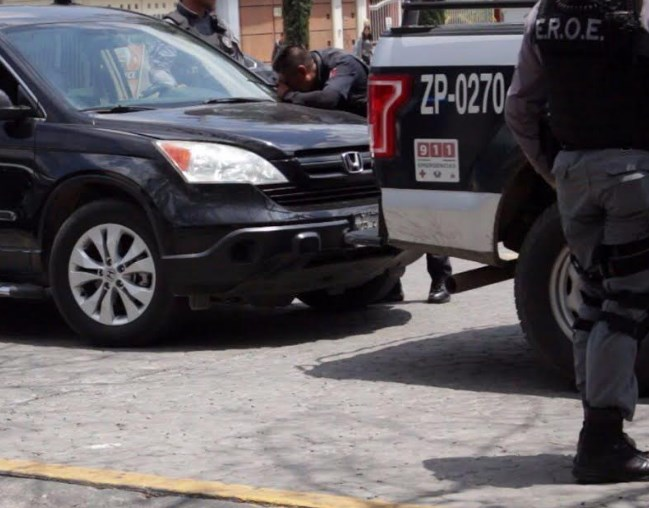 Columnas de seguridad detienen a dos y aseguran arma de fuego en Paseos del Sol