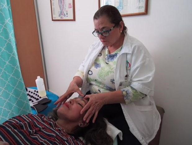 Ofrece DIF Zapopan masajes antiestrés para adultos mayores
