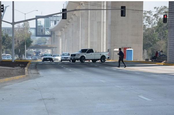Aperturan carriles centrales de avenida Juan Pablo II