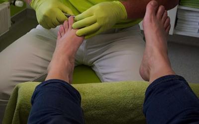 Urge DIF Zapopan a cuidar los pies de adultos mayores durante invierno