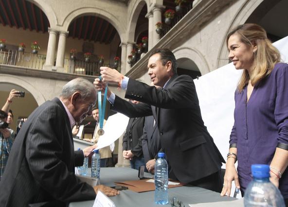 Entrega Zapopan el reconocimiento al Mérito Magisterial 'Prof. Érviro Rafael Salazar Alcázar' en su octava edición