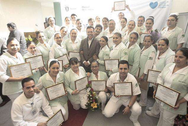 Reconoce Zapopan labor cálida y profesional de 36 enfermeras y enfermeros del OPD Servicios de Salud