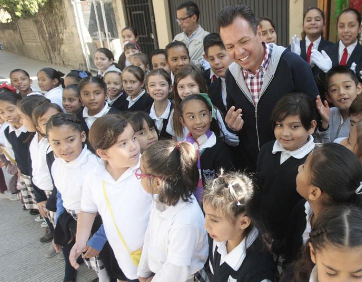 Entrega Zapopan, Ciudad de los Niños, renovación de vialidades en la colonia Santa María del Pueblito