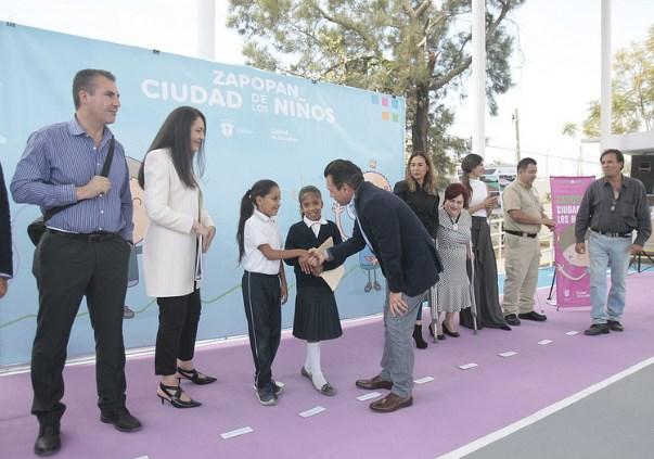 Lleva Zapopan, Ciudad de los Niños, programa Escuelas con Estrella a la colonia Mariano Otero
