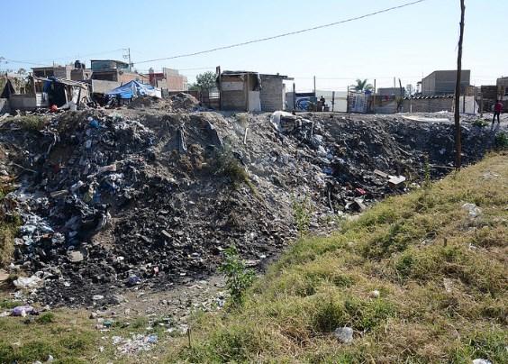 Realiza Zapopan operativo contra tira clandestina de escombro