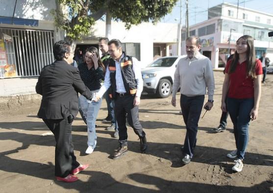 Supervisa Pablo Lemus primera etapa de pavimentación de la avenida Dr. Mateo del Regil