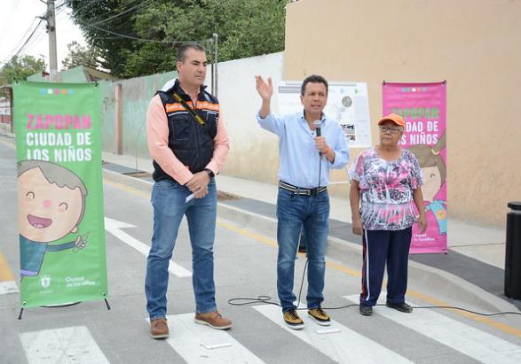 Entrega Zapopan pavimentación de calle Campanario
