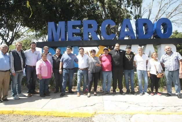 Estrecha Pablo Lemus colaboración con los locatarios del Mercado del Mar