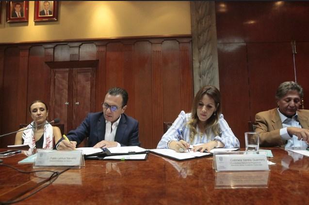 FirmaZapopanconvenios con Fundación Carlos Slim