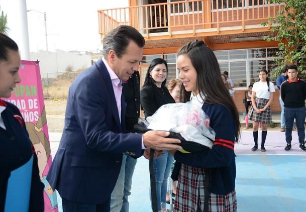 Entrega Municipio paquetes escolares en el marco del programa Zapopan ¡Presente!