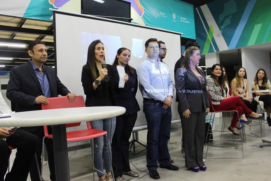 Con Zapopan Academy, 136 jóvenes inician 'inmersión' a la industria 4.0