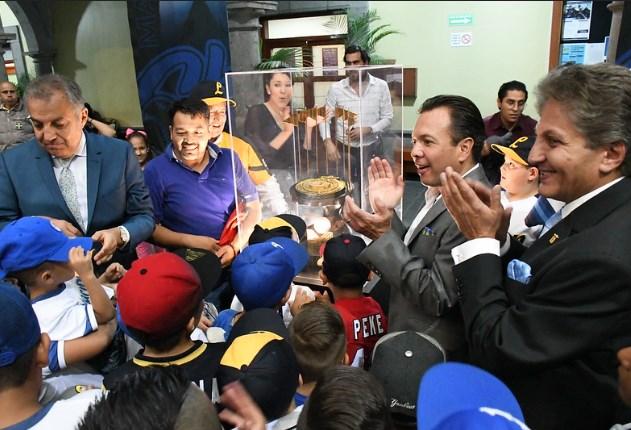 Exhibe Zapopan el trofeo por el campeonato de Charros de Jalisco