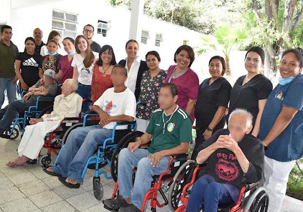 Entrega DIFZapopansillas de ruedas a la Unidad Asistencial para Personas Indigentes (UAPI)